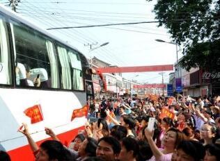 城市交通为考生保驾让路:公交地铁免费送考